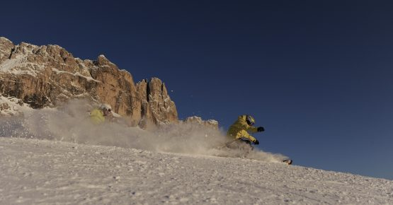 Skifahrer im Skigebiet Carezza Ski